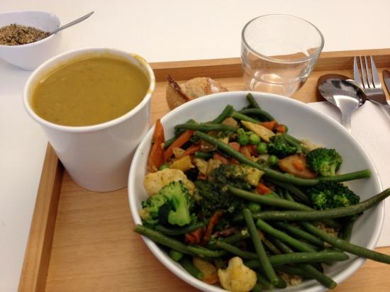soupe et légumes et quinoa