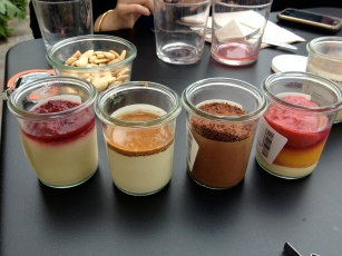 cheesecake/ panna cotta/ mousse au chocolat/ pêche melba