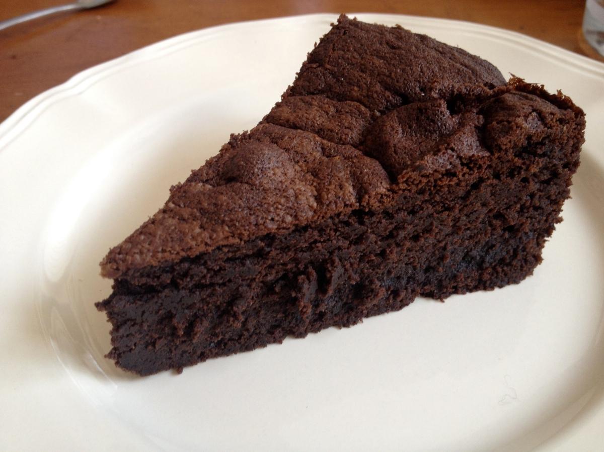 G teau au chocolat de pierre herm croustillant dehors for Cake au chocolat pierre herme